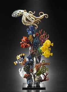 Glass artist Joe Peters has some amazing ocean scene glass sculptures. His sculptures capture the vivid coloration and sleek beauty of fish, coral and other sea… Broken Glass Art, Sea Glass Art, Glass Wall Art, Stained Glass Art, Fused Glass, Shattered Glass, Sculpture Art, Sculptures, L'art Du Vitrail