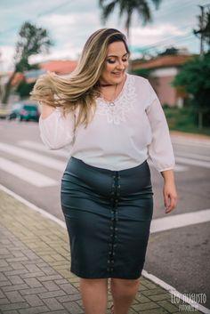 Roupas para gordinhas, modelos de saias, saia lapis, saias jeans, looks fem Looks Plus Size, Look Plus, Plus Size Jeans, Shorts Jeans Preto, Winter Fashion Boots, Vestido Casual, Womens Fashion Casual Summer, Chubby Ladies, Moda Plus Size