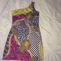 Multi print sexy party dress like new Worn once fitted sexy dress wore to Vegas for my birthday . Sexy stretchy dress Dresses