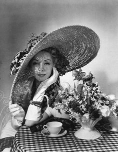 Hat, by Horst P. Horst - oh how we should bring these back!!!