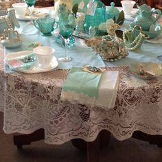 Cute antique table decor.  Mossy Oaks Antiques, Belleview, Fl tea parti, mom tea, antiqu
