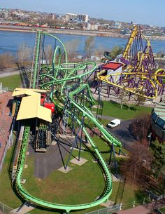 Discover the wide range of La Ronde Montreal rides as well as park attractions, activities, and get tips about what to wear and bring along. Montreal Ville, Montreal Quebec, Quebec City, Province Du Canada, Voyage Canada, Montreal Travel, Ottawa, Park Around, Famous Places