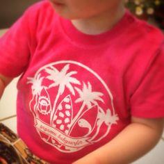 gagamu Babysurfer ❤️ Lieblingsshirt für den Sommerurlaub #gagamu #pink #shirt #girl #baby #toddler #surfer #palmtree #summer #vacation #kidsfashion #fairtrade #cotton #monster #style #sunshine