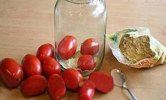 So tartósítsd the tomatoes that can be fresh New Year's Eve as well. Simple and… Home Canning, Kitchen Art, Preserves, Ketchup, Pickles, Food And Drink, Homemade, Snacks, Grilling