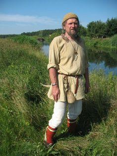 Member of the Viking/Slav groups IG Ralswiek Viking Garb, Viking Reenactment, Viking Men, Medieval Dress, Medieval Clothing, Historical Clothing, Fantasy Book Series, Fantasy Books, Viking People