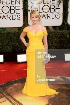Melissa Rauch - Golden Globes 2014 // Adore her in The Big Bang Theory and in love with this dress! Look at those curves, girl! Melissa Rauch, Golden Globe Award, Golden Globes, Evening Dresses Plus Size, Evening Gowns, Celebrity Dresses, Celebrity Style, Beverly Hills, Red Carpet Looks