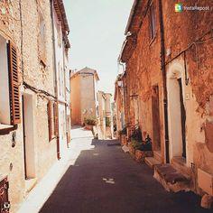 Belle ruelle étroite prés de l'église  @natalietorsen nice picture… Perspective, Le Village, Nice, Instagram Posts, Nice France
