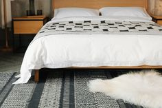 reversible-rug-with-carnaby-and-monochrome-bedding Monochrome Bedroom, Bedroom Black, Modern Bedroom, Bedroom Styles, Bedroom Ideas, Bed Company, African Design, Natural Rug, Abstract Pattern