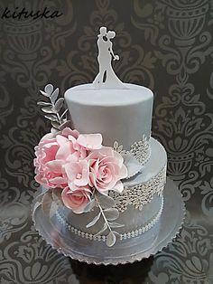 pink flower wedding cake by Katarína Mravcová - http://cakesdecor.com/cakes/305014-pink-flower-wedding-cake #weddingflowers
