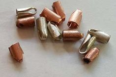 Simple pattern for Tube End Caps. The patterns are for various sizes A pile of end caps waiting for sanding and polishing. What Is An End End Cap Using The Tips For Cleaning … Continue reading → Jewelry Clasps, Jewelry Tools, Copper Jewelry, Jewelry Findings, Jewelry Ideas, Crimp Beads, Super Glue, Jewelry Making Tutorials, Bead Caps
