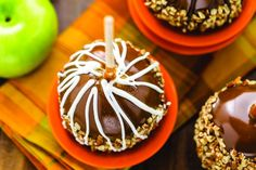 Caramel apples are a classic fall staple; try caramel apples with toppings like pretzels, marshmallows, or candy for a twist on a classic. Caramel Candy, Caramel Apples, Apple Recipes Easy, How To Melt Caramel, Candy Sprinkles, Fall Dinner, Love Eat, Candy Apples, Melting Chocolate