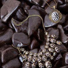 Ethnic soul: colares com pedras tigradas. Shoplink no perfil. #shoulderfashion #ethnic
