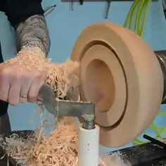 Fun Woodturning Lathe Projects Tips! Picking Clear-Cut Systems For DIY Wood Turning - Adalberto Flores Wood Turning Lathe, Wood Turning Projects, Wooden Projects, Wood Lathe, Woodworking Projects Diy, Wood Crafts, Woodworking Tools, Wood Carving Tools, Wood Tools