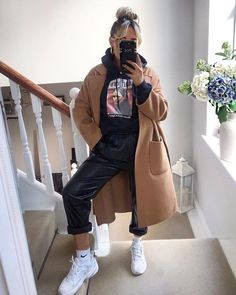 outfits with sweatpants * outfits . outfits for school . outfits with leggings . outfits with air force ones . outfits with sweatpants . outfits with black jeans Looks Street Style, Looks Style, Classy Street Style, Winter Fashion Outfits, Look Fashion, Dress Fashion, Womens Fashion, Fall Fashion, Outfit Winter