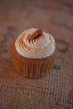 <strong class='info-row'>Jamie Zanotti Photography</strong> <div class='info-row description'>As well as, a variety of different flavored cupcakes. Yum!     Venue: Ohana Barn</div>