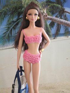 Dana at the beach (Wandy in Pensacola) Tags: thelookbarbie cityshopper barbie modelmuse model muse brunette handmade crochet bikini swimsuit bathing suit trusa traje de baño doll muñeca bambola boneca poupeé puppe pop docka beach playa