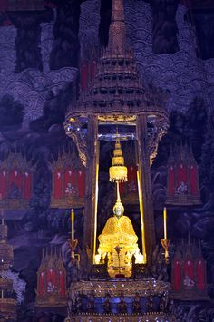 Emerald Buddha statue enshrined in Wat Phra Kaew, Bangkok,Thailand
