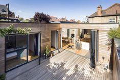Das Einfamilienhaus in East Dulwich, London, vereint gekonnt Holz, Glas, Licht und ein modernes Interieur zusammen mit Wohnlichkeit, was es so herrlich unbeschwert erscheinen lässt.