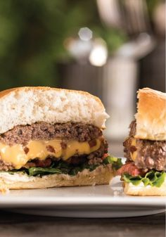 Inside-Out Bacon Cheeseburgers – Some burgers are all about the toppings. This one celebrates the inside: crisp bacon, melted cheese, and delicious juiciness.