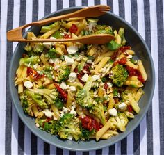 Penne with Broccoli, Garlic and Sundried Tomatoes - Tempting Eats