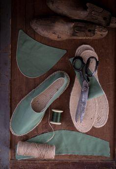 Τούρτα Καρότο!!   NEANIKON Flip Flops, Menswear, Sandals, Shoes, Fashion, Moda, Shoes Sandals, Zapatos, Shoes Outlet