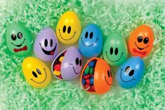 Easter Decorations Fillable Eggs - Set of 10 Happy Face Eggs Emoji Easter Eggs, Easter Eggs In Movies, Funny Easter Eggs, Easter Egg Crafts, Easter Bunny, Funny Eggs, Easter Egger Chicken, Easter Gift Baskets, Color Kit