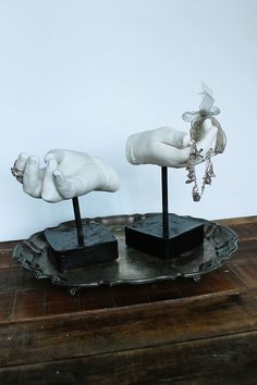 diy cast hand sculptures - THESE ARE SO WONDERFUL AND CREEPY I NEED THEM