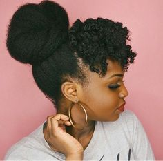25 Beautiful Natural Hairstyles You Can Wear Anywhere In need of a new hairstyle? Then you are in the right place! We have found 25 beautiful black natural hairstyles. There is an idea for everyone whether you have short hair or longer hair. Natural Afro Hairstyles, Pelo Natural, Natural Hair Updo, African Hairstyles, Natural Hair Care, Braided Hairstyles, Cool Hairstyles, Natural Hair Styles, Natural Skin