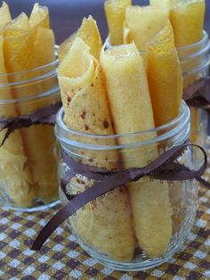 My Creative Stirrings: Pineapple Fruit Roll-Ups Made these on my new dehydrator! Over-dried them a bit, so I called it pineapple brittle! No complaints! Fruit Snacks, Fruit Recipes, Healthy Snacks, Kid Snacks, Fruit Leather Recipe, Yummy Treats, Yummy Food, Do It Yourself Food, Fruit Roll Ups