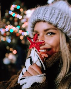 Blondesandcookies Christmas ❤ Փ by via Holiday Photography, Fashion Photography Poses, Creative Photography, Girl Photography, Girl Inspiration, Photoshoot Inspiration, New Year Photoshoot, Headshot Poses, Cute Christmas Outfits