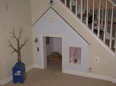 Wat je ook met je trap kan doen, een leuk hoekje voor de kinderen creeeren. Door SamLeen