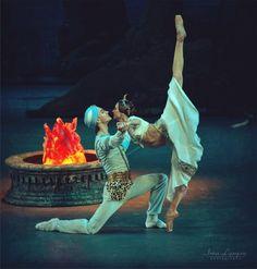 Svetlana Zakharova and Vladislav Lantratov in La Bayadère.  Photo by Irina Lepnyova / Светлана Захарова