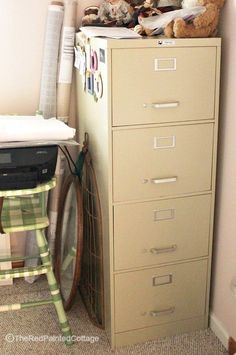 Detailed tutorial on how to turn a file cabinet into extraordinary using paint, wood and corrugated metal. Start with any metal file cabinet. Use chalkboard paint on a board background instead of corrugated metal. Furniture Makeover, Diy Furniture, Office Furniture, Laminate Furniture, Furniture Repair, Painted Furniture, Diy File Cabinet, Cabinet Design, Office Built Ins