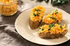 Pomazánky se hodí výborně nejen k večeři, ale i na svačiny a pokud preferujete slané snídaně, tak pomazánku určitě využijete i po ránu.  Vzhledem k použitým surovinám (mrkvi a celeru) pomazánka ladí k podzimu, můžete ji ale do jídelníčku zařazovat po celý rok. Krabi, Cauliflower, Vegetables, Cauliflowers, Vegetable Recipes, Cucumber, Veggies