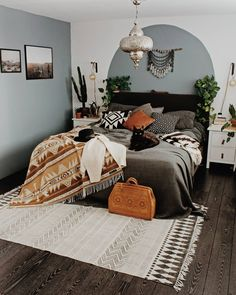 Boho Bedroom Decor has been growing in popularity with a lot of people for a reason. When it comes to decorating small spaces in your home, this design type is perfect for just about any type of room or space. Bohemian Bedroom Decor, Boho Room, Boho Living Room, Southwestern Bedroom Decor, Bohemian Bedding, Living Rooms, Southwestern Decorating, Southwestern Style, Home Bedroom