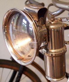 Acetylene gas lamp - Manufacturer: Herman Riemann-Chemnitz Gablenz Company - Germany Model:? - Circa: 1930 - Height 17cm -Reflector Diam: 7.5cm