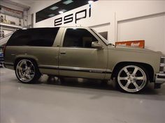 2 door tahoe - Bing Images I want one of these as a daily driver Chevy Pickup Trucks, Suv Trucks, Classic Chevy Trucks, Hot Rod Trucks, Chevy C10, Chevrolet Tahoe, Chevy Pickups, Chevrolet Trucks, Cool Trucks