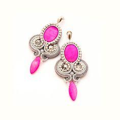 Γεια, βρήκα αυτή την καταπληκτική ανάρτηση στο Etsy στο https://www.etsy.com/listing/168228085/cute-big-studs-neon-pink-long-earrings
