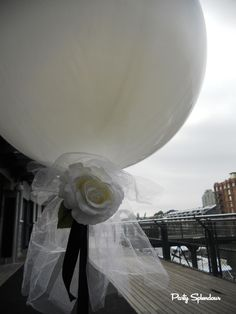 - Big Balloon with Tulle Tail and Flowers Reception Ideas, Wedding Reception, Balloon Table Centerpieces, Big Balloons, Balloon Bouquet, Big Day, Wedding Planner, Tulle, Wedding Inspiration