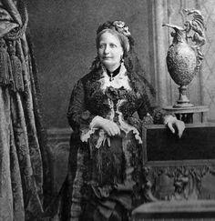 Teresa Cristina, imperatriz do Brasil, em 1877. Foto de Walery.