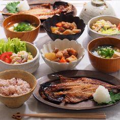 「2015/11/24 火 #晩ごはん ・ ✳︎鯵の開き ✳︎筑前煮 ✳︎マカロニサラダ ✳︎豆腐のお味噌汁 ・…