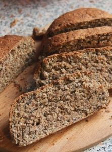 Mandelmehl ist in der Low-Carb-Küche nicht ohne Grund so beliebt. Denn Man… Almond flour is not so popular in the low carb kitchen for a reason. Because almond flour bring it ge Easy Banana Bread, Banana Bread Recipes, Quick Bread, Law Carb, Gluten Free Pumpkin Bread, Almond Bread, Almond Flour, Coconut Flour, Flaxseed Flour