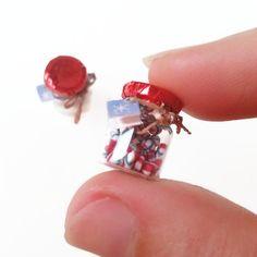 He encontrado este interesante anuncio de Etsy en https://www.etsy.com/es/listing/207884298/112-dollhouse-christmas-miniature-candy
