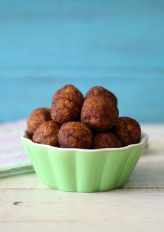 Chocolate Peanut Butter Quinoa Balls - A gluten free, vegan, healthy no bake balls made with peanut butter, chocolate chips and quinoa.
