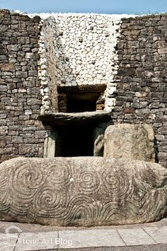 Newgrange - entry to this Neolithic passage tomb, Boyne Valley, County Meath, Ireland. Built BCE, it predates Stonehenge & the pyramids of Giza. Newgrange was built with astronomical alignment. Stonehenge, La Danse Macabre, Ancient Tomb, Ancient Artifacts, Ancient Aliens, Ancient History, Pyramids Of Giza, Republic Of Ireland, Winter Solstice