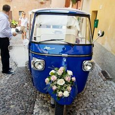Tuscany: full of small medieval villages. Cute but think of the bride in heels walking to the church! This is the perfect solution that will give a vintage touch to your wedding