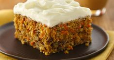 Carrot Cake (White Whole Wheat Flour). Love carrot cake, or is it the cream cheese frosting? This moist cake also has nuts, pineapple and coconut. If you don't like pineapple or coconut, you can leave it out. Cracker Barrel Carrots, Cracker Barrel Recipes, Cat Recipes, Cooking Recipes, Rose Bakery, Mousse Au Chocolat Torte, Easy Carrot Cake, Cupcake Cakes, Cupcakes