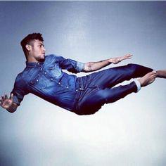 Neymar Barefoot