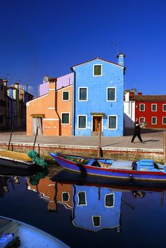 Burano...love this pic..I want to go there.