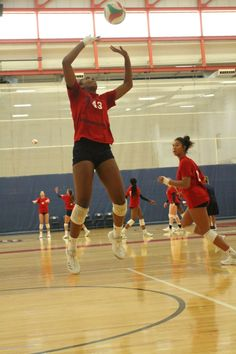 As a setter in volleyball you want to quickly bring both arms up in front of you and as your arms come up, bring them closer together. (USA Volleyball) Volleyball Setter, Usa Volleyball, Volleyball Skills, Volleyball Practice, Volleyball Training, Coaching Volleyball, Volleyball Players, Basketball Teams, Softball